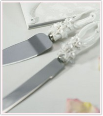 White Sculptured Tiger Lilies Cake Serving Set