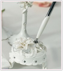 White Sculptured Tiger Lilies Round Pen Set